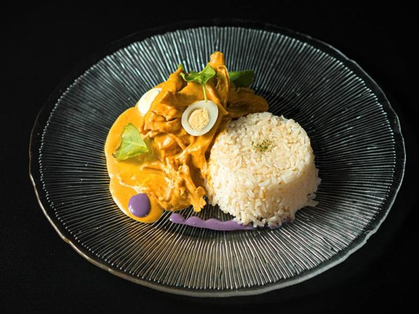 Ají de gallina. Restaurante peruano Inti de Oro Castellana.